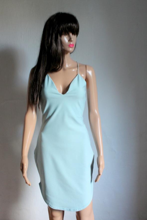 Dopasowana błękitna sukienka na ramiączkach r L...