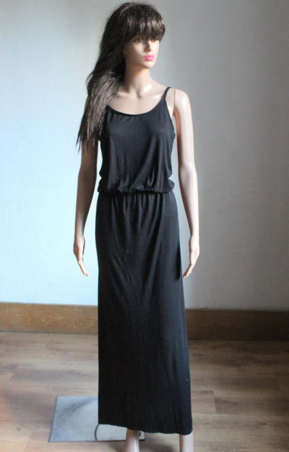 Czarna sukienka maxi na ramiączkach lejąca r S...