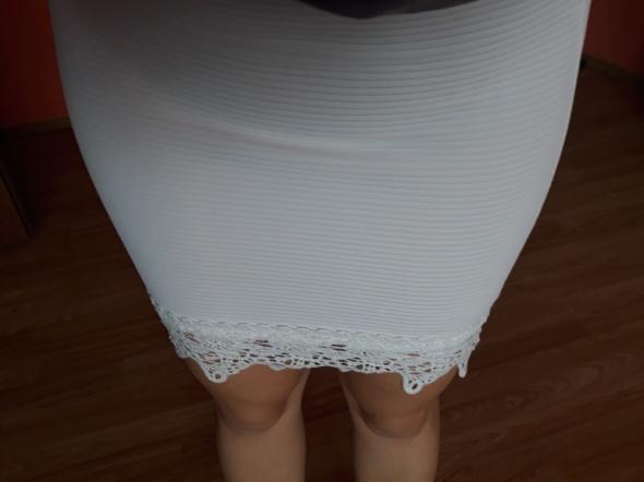 Spódniczka mini koronkowa...
