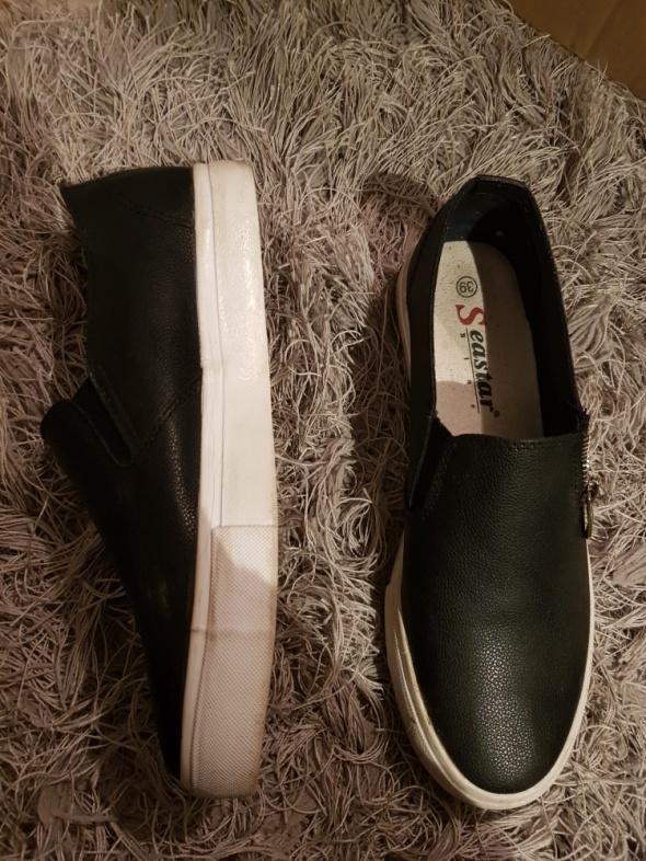 Modne buty z ozdobnym suwaczkiem