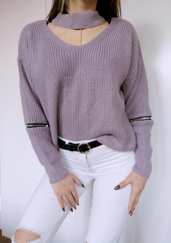 Fioletowy sweter z chokerem zip ciepły off shoulder