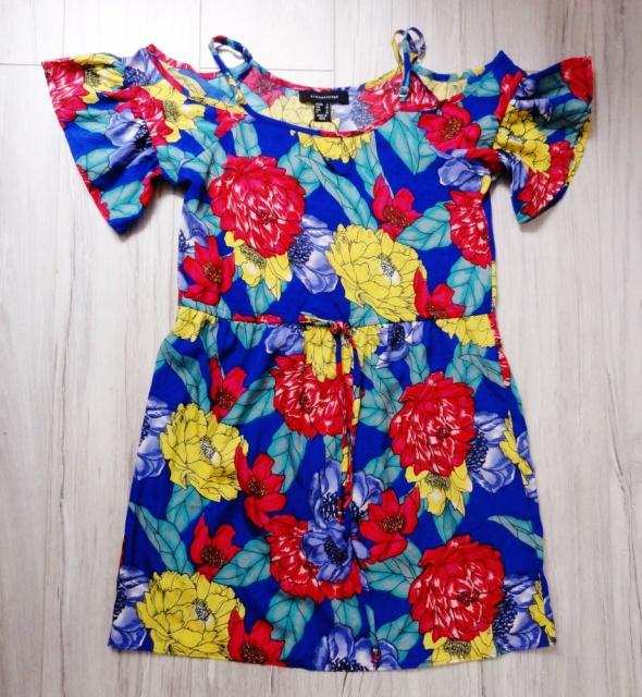 Letnia niebieska sukienka kwiaty floral odkryte ramiona falbank...