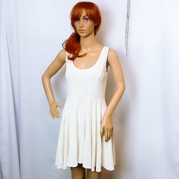 c80159f43a Suknie i sukienki Śliczna dziewczęca kobieca biała koronkowa sukienka z  wycięciem na plecach