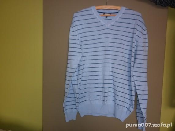 błękitny sweter...