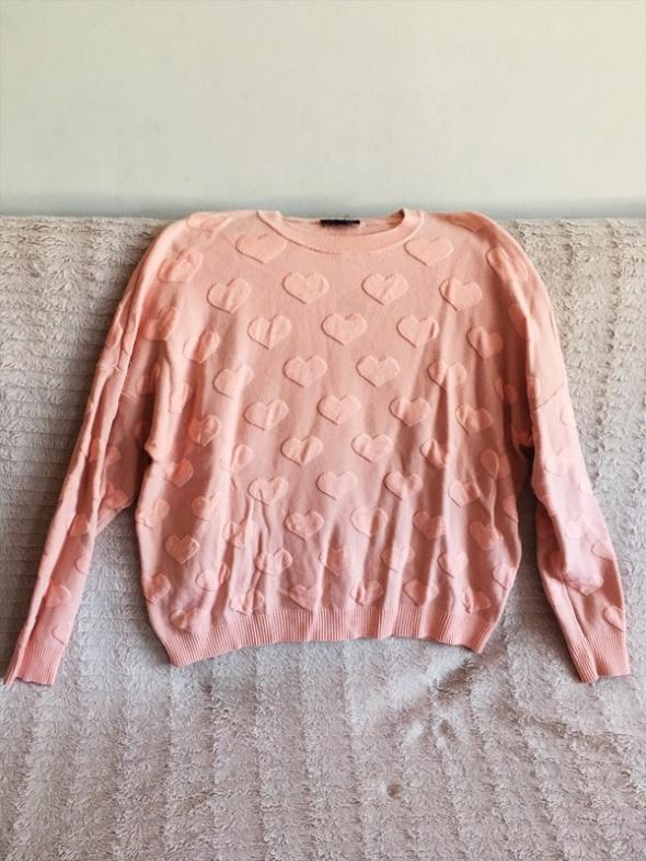 Różowy sweterek serduszka...