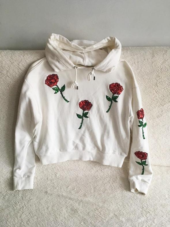 Biała bluza różyczki...