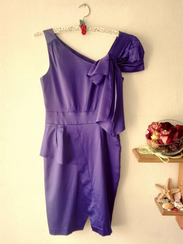 Fioletowa sukienka tulipan Warehouse