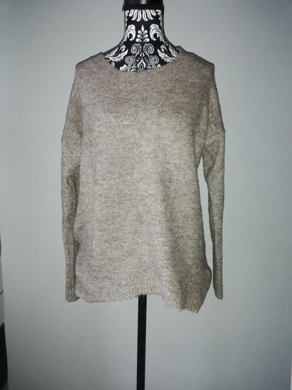 Brązowy sweterek...