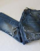 spodnie jeansy z rozdarciami...