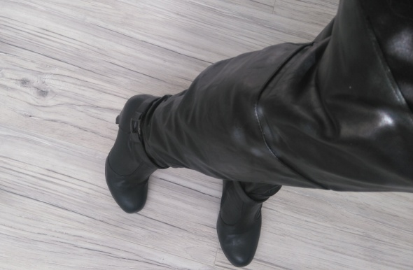 Czarne kozaki muszkieterki za kolano obcas CCC...
