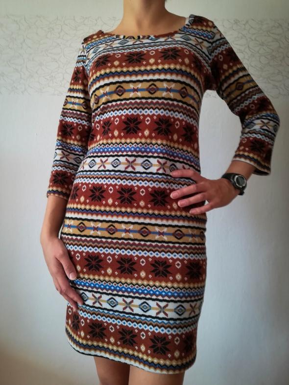 Sukienka w indiańskie wzorki