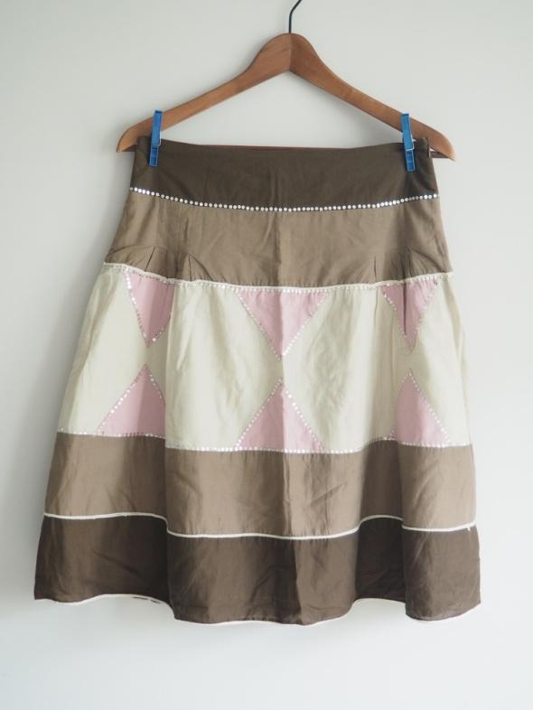 rozkloszowana wzorzysta spódnica cekiny...