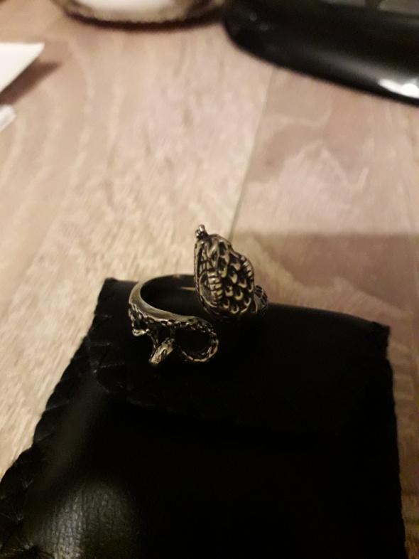 Srebrny pierścionek wąż