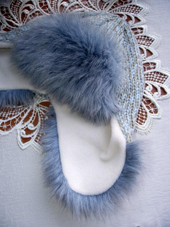 Błękitno beżowa czapka uszatka z futerkiem podszyta polarkiem na zimę