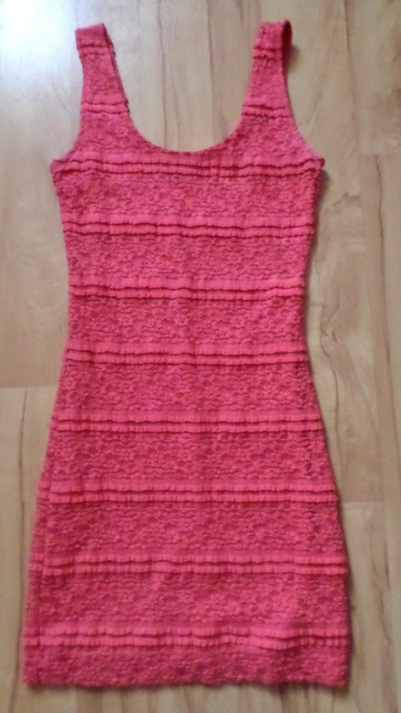 Koronkowa sukienka koralowa XS S