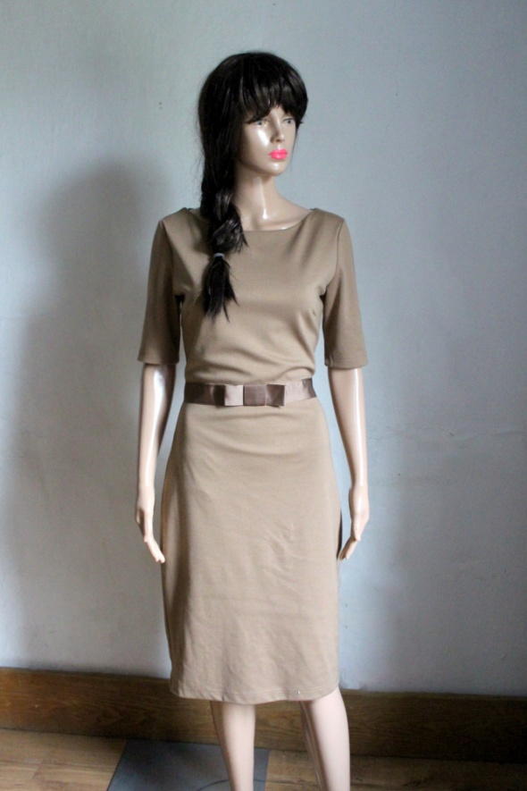 Elegancka jasnobrązowa sukienka midi r S...