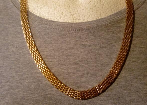 złoty szeroki łańcuszek