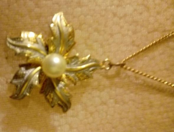 łańcuszek z zwieszką kwiatek perełka