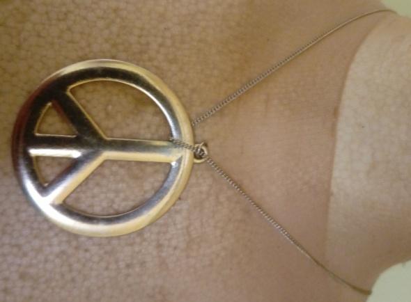 złoty łańcuszek z zawieszką