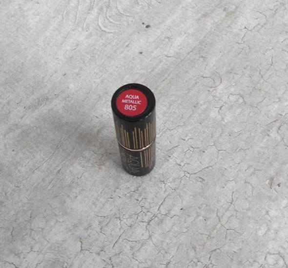 Eveline Aqua Metallic 805 czerwona metaliczna szminka