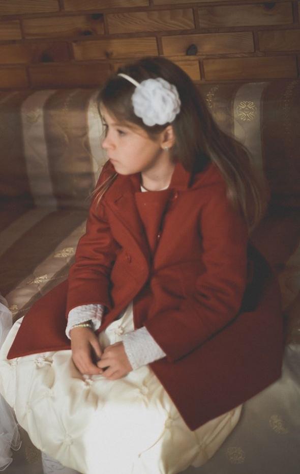 Czerwony płaszcz dla dziewczynki