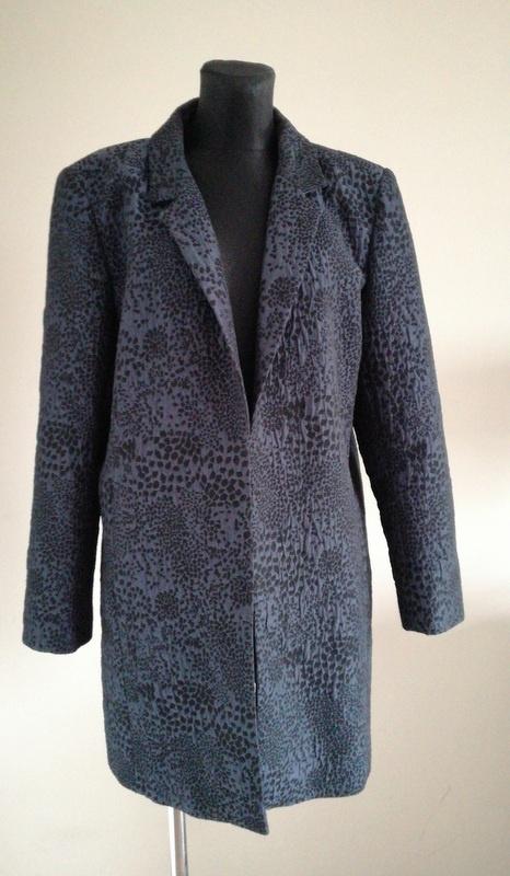 Zgrabny elegancki płaszcz 44 46