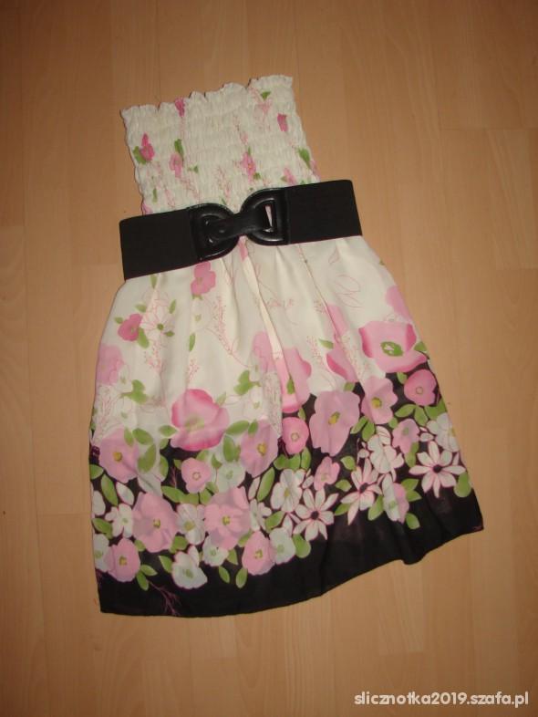 biała sukienka floral