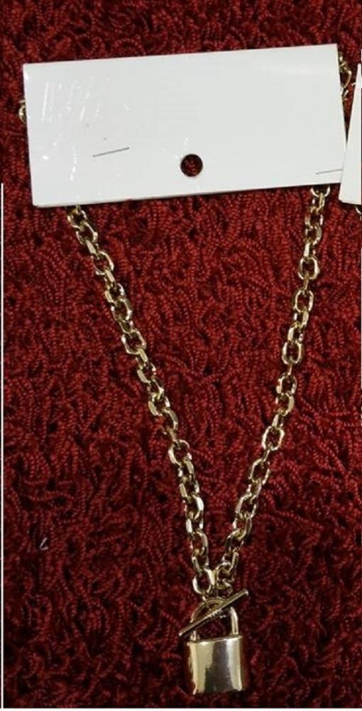 Złoty łańcuch z kłódką