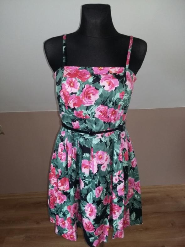 Sukienka w róże MOHITO