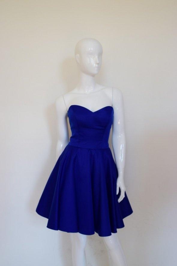 Niebieska kobaltowa sukienka gorsetowa