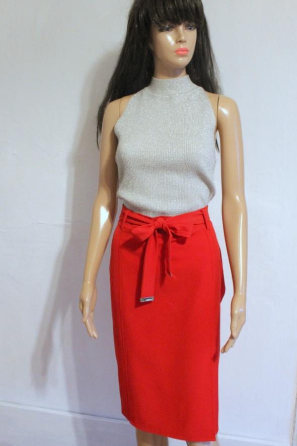 Kopertowa czerwona spódnica midi z paskiem r S w Spódnice