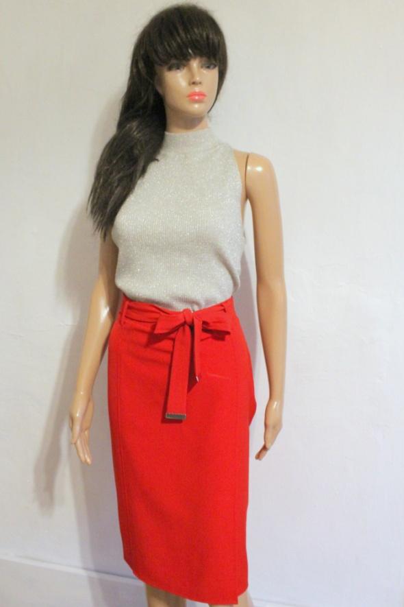 Spódnice Kopertowa czerwona spódnica midi z paskiem r S