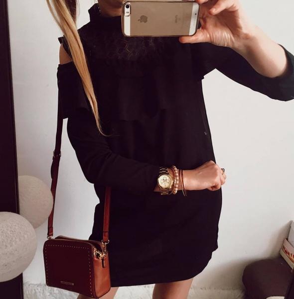 Czarna sukienka odkryte ramiona M