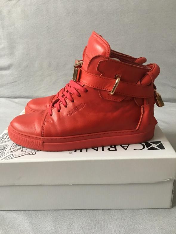 Czerwone skórzane buty na koturnie Carinii złote dodatki 39 za ...
