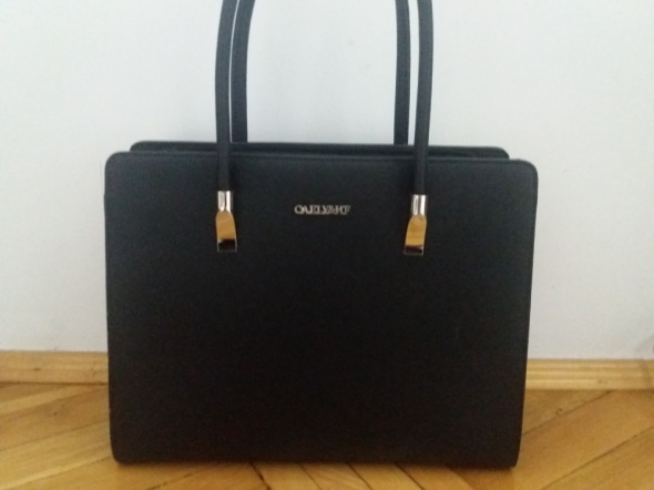 Czarna sztywna torba A4
