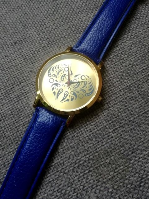 granatowy zegarek