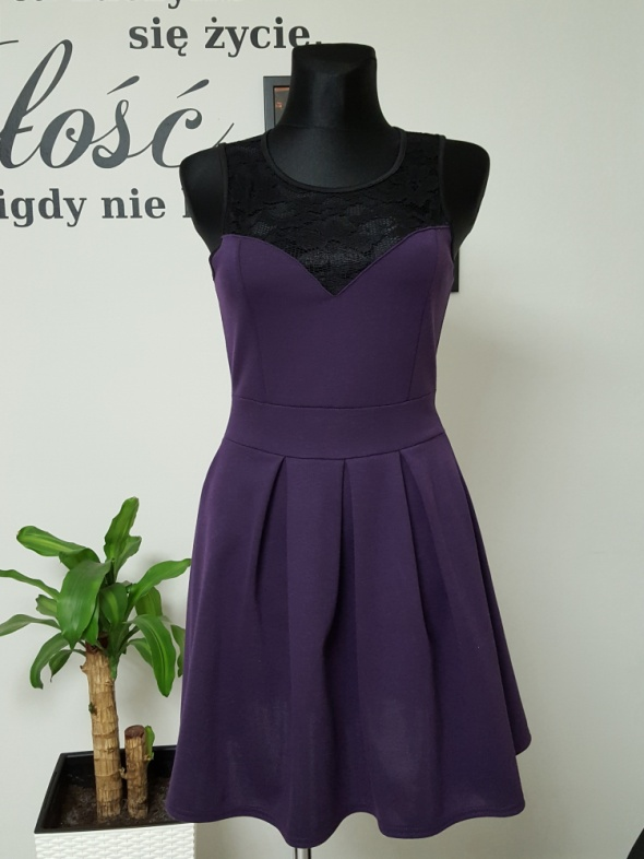fioletowa sukienka z czarną koronką BooHoo