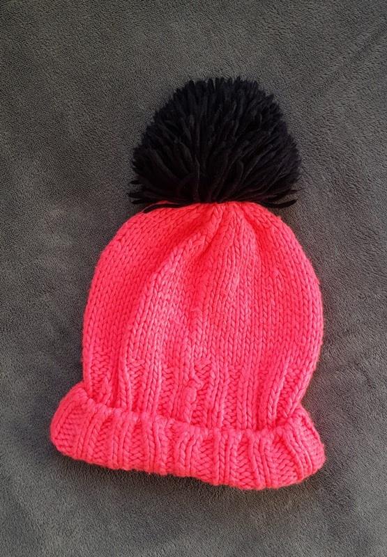 Kod kuponu bardzo tanie kupować Neonowo różowa czapka zimowa z pomponem i napisem w Nakrycia ...