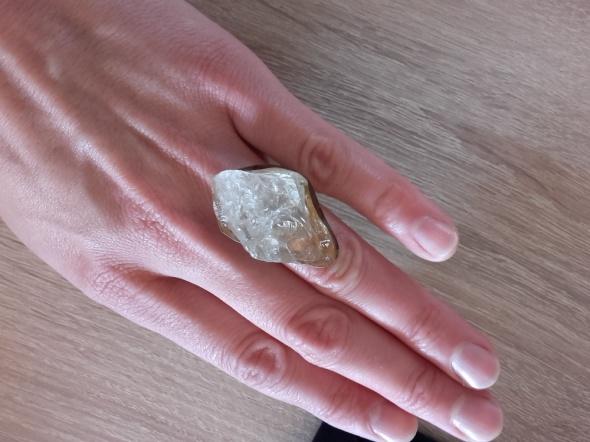 Wielki srebrny pierścionek z naturalnym kryształem górskim srebro
