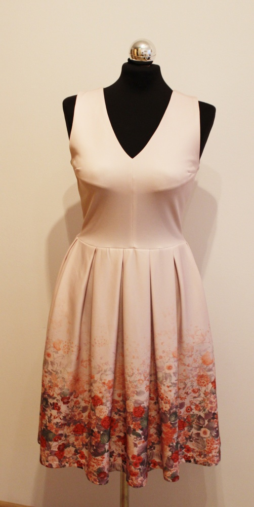 dd2536adbc Piękna pudrowa sukienka w kwiaty na wesele w Suknie i sukienki ...