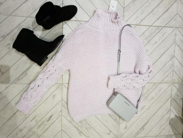 Nowy z metką piękny sweter Dolce lila gruby splot warkocz r uniwersalny