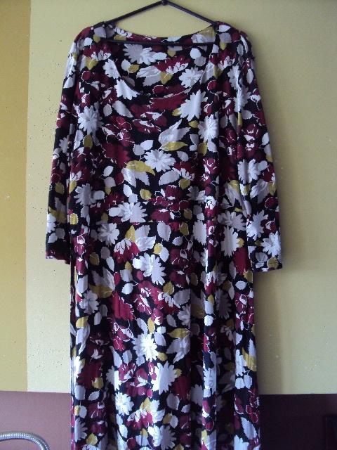 dzianinowa sukienka w kwiatuszki