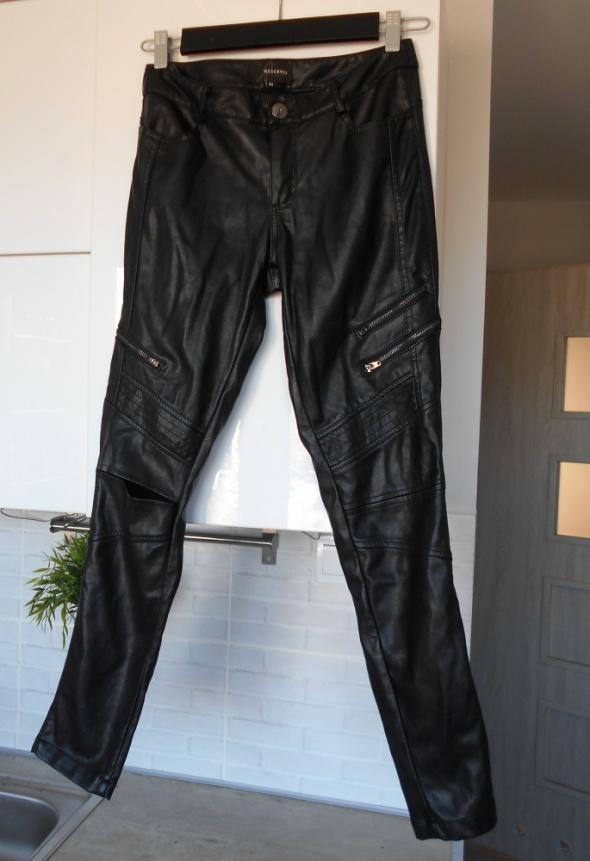 Reserved spodnie skórzane czarne zamki eko skóra