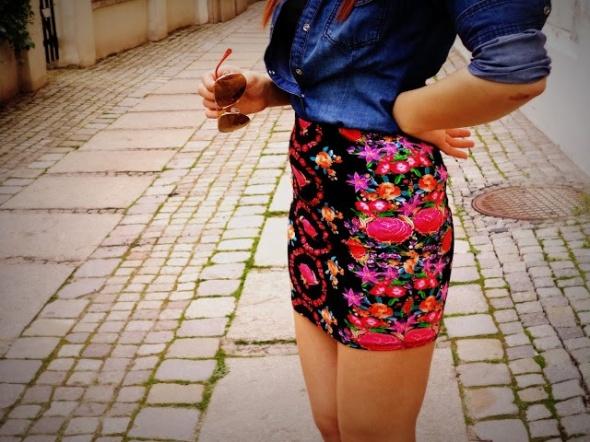 spódniczka w kwiaty floral Bershka