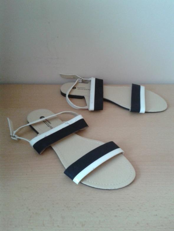 Biało czarne sandały 40 wkładka 255cm nowe