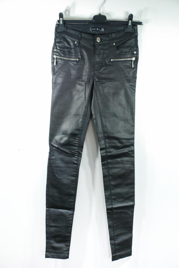 Czarne spodnie...