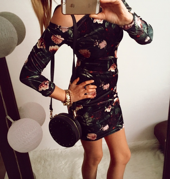 Czarna Sukienka Damska w kwiaty M