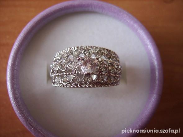 uroczy pierścioneczek haftowany cyrkoniami roz 19