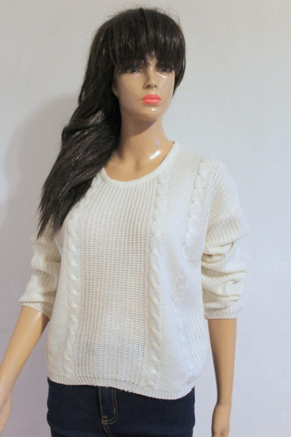 Biały sweterek na długi rękawek r około M