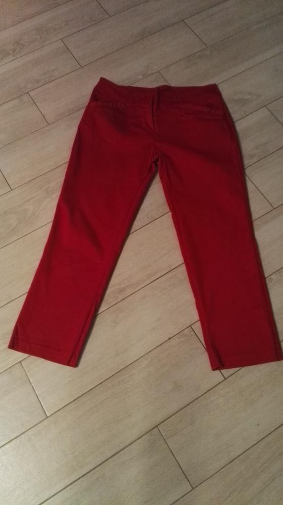 Czerwone spodnie Orsay...